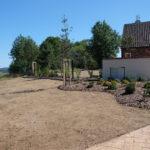 Svah před zahradou - po zasetí trávy